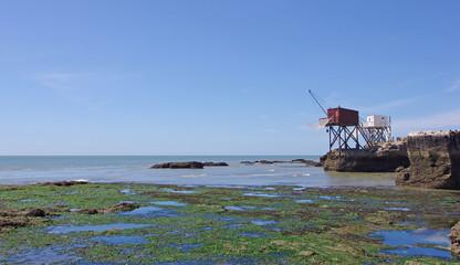 Estuaire de la Gironde, cabanes de pêche sur pilotis en bois, pêche au carrelet. Royan Wall mural