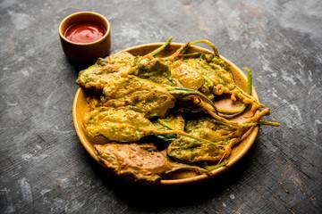 Crispy Palak/spinach Leaves pakoda or pakoda