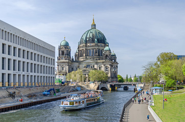 River Spree with tourist boats, Humboldt Forum under construction and Berlin Cathedral