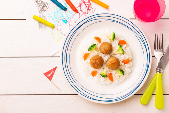 Kid's meal (dinner) - meatballs, rice, broccoli and carrot