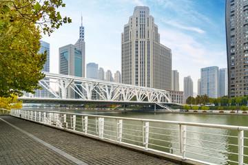 Bridge and Urban Architectural Landscape in Tianjin, China Papier Peint