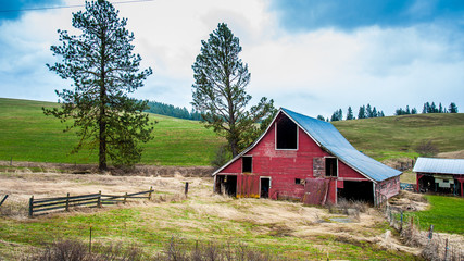 Barns, Silo's and abandoned prairie homes in Washington State