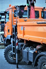 An Image of a tractor truck, vehicle