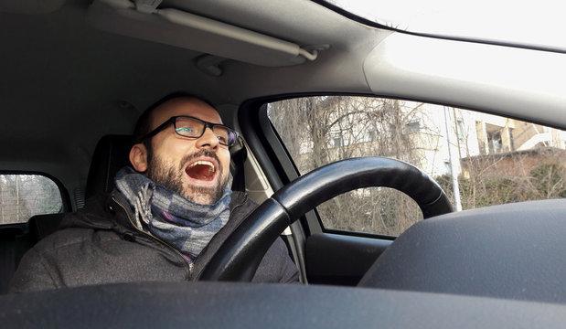 Viaggiare per il mondo in auto
