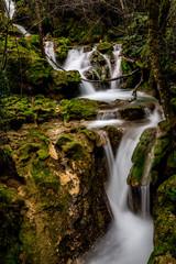 Río azul con lago y cascadas de sedas en urederra color bonito y vivo youtube