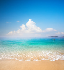 Fototapete - beach and beautiful tropical sea