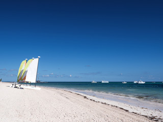 Fototapete - Caribbean tourists destinations with boats in the sea and sailboats on the beach