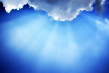 sun rays trough clouds