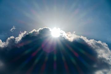 雲から出た太陽の光