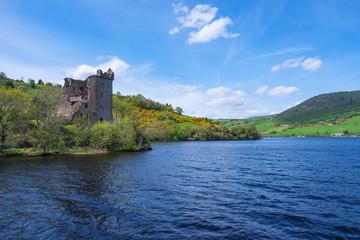 Ruine Urquhart am Loch Ness in den schottischen Highlands