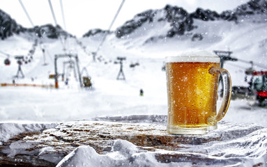 Papiers peints Biere, Cidre Cold beer in mountains and free space for your decoration