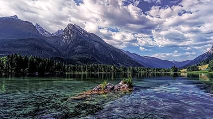 einsamer See in den Bergen