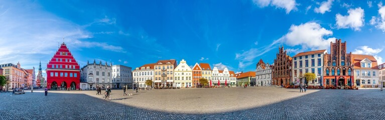 Wall Mural - Greifswald, Marktplatz mit Rathaus