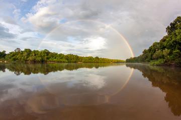 Regenbogen am Essequibo Fluss in Guyana Südamerika, Teil des Amazonas Gebietes