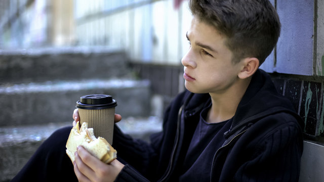 Schoolboy eating lunch around school corner alone, bullying by senior students