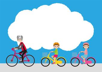 こちらを向いて自転車に乗る、自転車指導員と子ども達