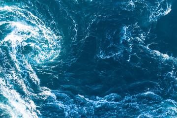 勢いのある海の景色
