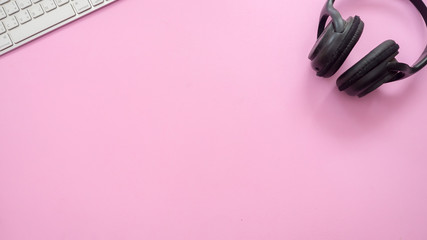 Wall Mural - Headphones and keyboard on pink background