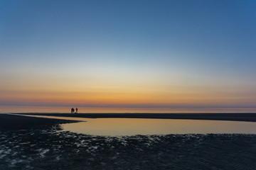 Strand nach Sonnenuntergang