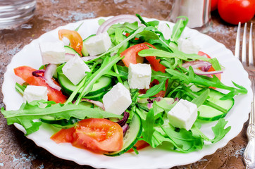 salad with arugula, chicken breast and crackers