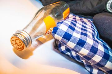Flasche und Tuch
