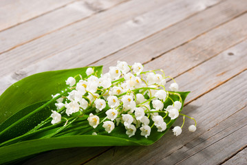 Poster de jardin Muguet de mai bouquet of lily of the valley on old weathered wooden table background