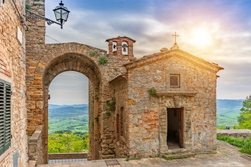 Fototapete - Beautiful old chapel in Tuscany, Old town, Italy, Europe