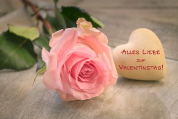 Alles Liebe zum Valentinstag, einzelne Rose mit Herz, romantisch