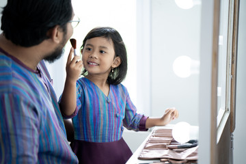 daddy and daughter play with make up