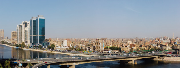 Panoramic view of the 15th May bridge, the Nile river & the Corniche Street in central Cairo. Papier Peint