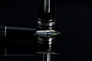 Füller mit Kappe, Schreibgerät, Schreiben