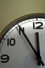 Uhr: 5 vor 12