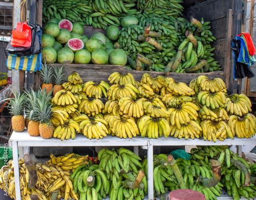 Market, selling bananas of green bananas -