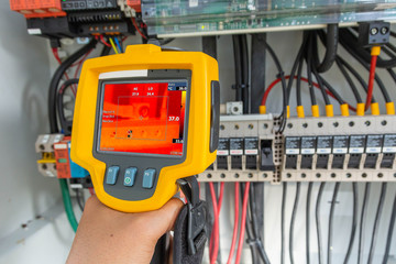 Thermoscan(thermal image camera), Industrial equipment used for checking the internal temperature of the machine for preventive maintenance, This is checking The terminal of the positive cable
