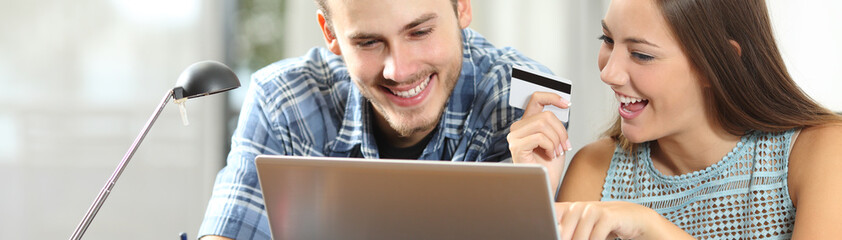 Banner of couple paying online with credit card - fototapety na wymiar