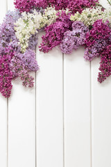 Photo sur Toile Lilac The beautiful lilac on a wooden background