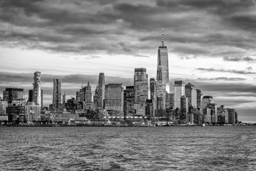 Fototapete - Downtown Manhattan skyscrapers as seen from cruise ship at dusk