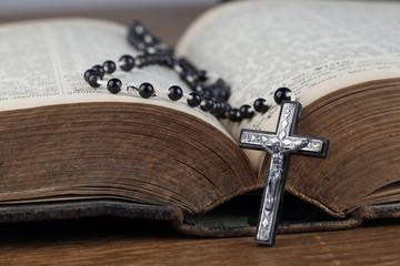 Rosenkranz liegt in der Bibel