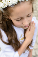 Fototapeta Dziewczynka w stroju komunijnym obraz