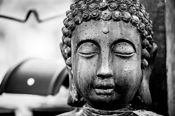 Statue en pierre visage de bouddha