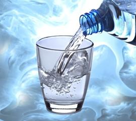 Wasserglas-Splash mit Textur