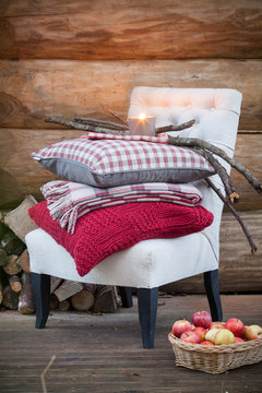 coussins,  plais et linge de lit pour déco chalet cabane