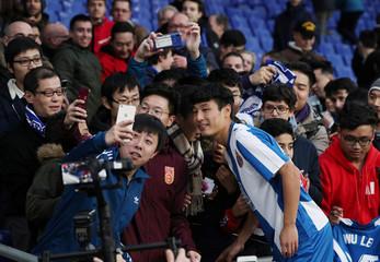 Espanyol present new signing Wu Lei