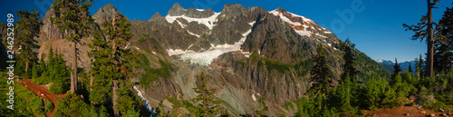 Wall mural Curtis Glacier at the Foot of Imposing Mount Shuksan. Lower Curtis Glacier is in North Cascades National Park in the state of Washington. The glacier is on the western slopes of Mount Shuksan.