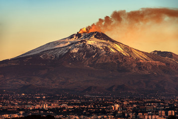 Catania and Mount Etna Volcano in Sicily Italy Fototapete