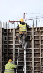 Fototapeta Budowa robotnik szalunki betonowanie drabina obraz