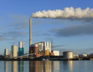 Kraftwerk am Weserufer
