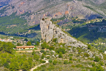 Guadalest Vorburg in den Felsen, Costa Blanca in Spanien - Guadalest, outer bailey in rocky mountains, Costa Blanca
