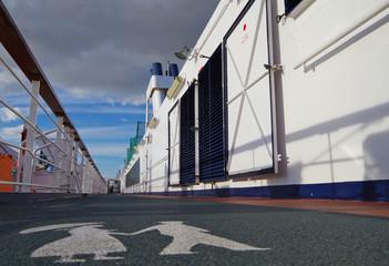 Joggingstrecke auf klassischem Kreuzfahrtschiff