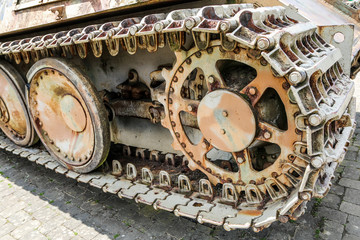 The detail of the old tank´s chassis. The wheels and the belt can be seen.